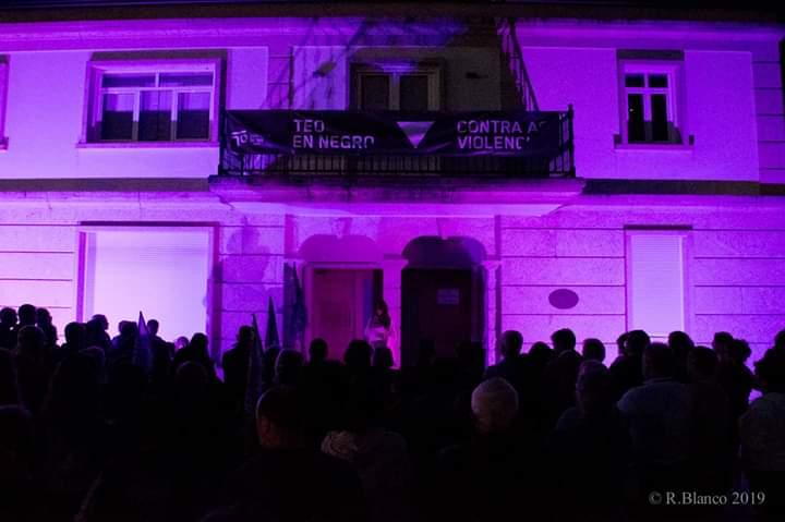 Noite violeta en Teo