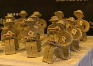 """·""""Enfrascarse na lectura"""" Escultura de Sabeña Armán Labrador de Buño"""
