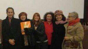 Carla Antonelli, a esquerda, con representantes de Teenses pola Igualdade.